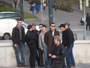 Sebastian Ploner (ehem. aB! Olympia Wien, 2.v.l.), Horst Pilz (aB! Olympia Wien, 3.v.l.), Martin Sellner (4.v.l., mit Sonnenbrille und Rucksack), Benjamin Fertschai (ehem. aB! Silesia Wien, 1. v.r.). Wien, 29. Oktober 2008