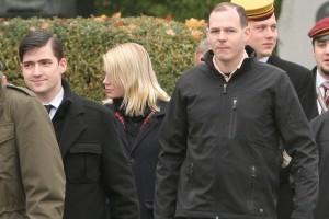 Martin Sellner (links mit Hemd und Krawatte) und Wolfgang Lechner (rechts mit Outdoor-Jacke und beigem Hemd darunter) beim Nowotny-Gedenken 2009. Wien, 8. November 2009